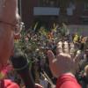 Mig miler de persones es congreguen a les portes de l'església de Sant Llop per beneir els rams de pasqua, palmes i palmons